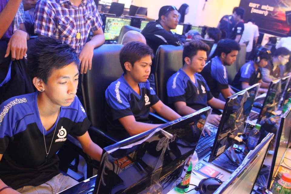 Dreamz playing their official match in an internet cafe, while live audience watching